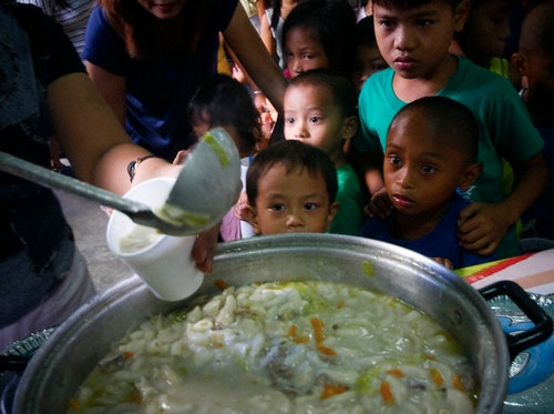 Philippines - Feeding program initiated by a child advocates group