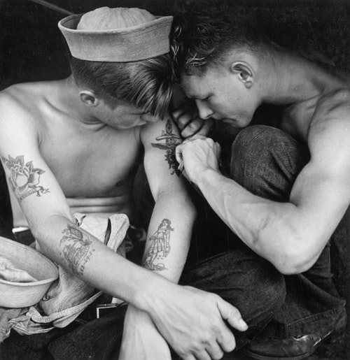 Tattooed_sailor_aboard_the_USS_New_Jerse