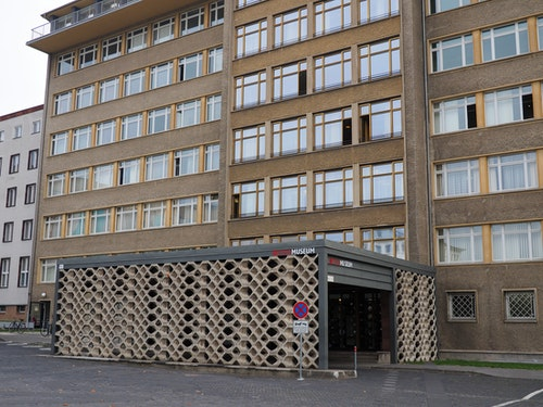 Main_entrance_to_the_Stasi_Museum_Octobe