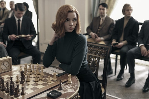 THE_QUEEN'S_GAMBIT_(L_to_R)_ANYA_TAYLOR_